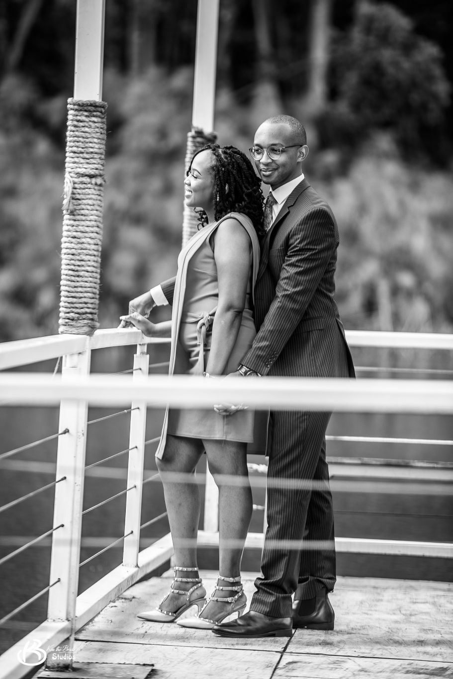 Kenyan-wedding-photographer-Lake-house-tigoni-kiss-the-bride-photography